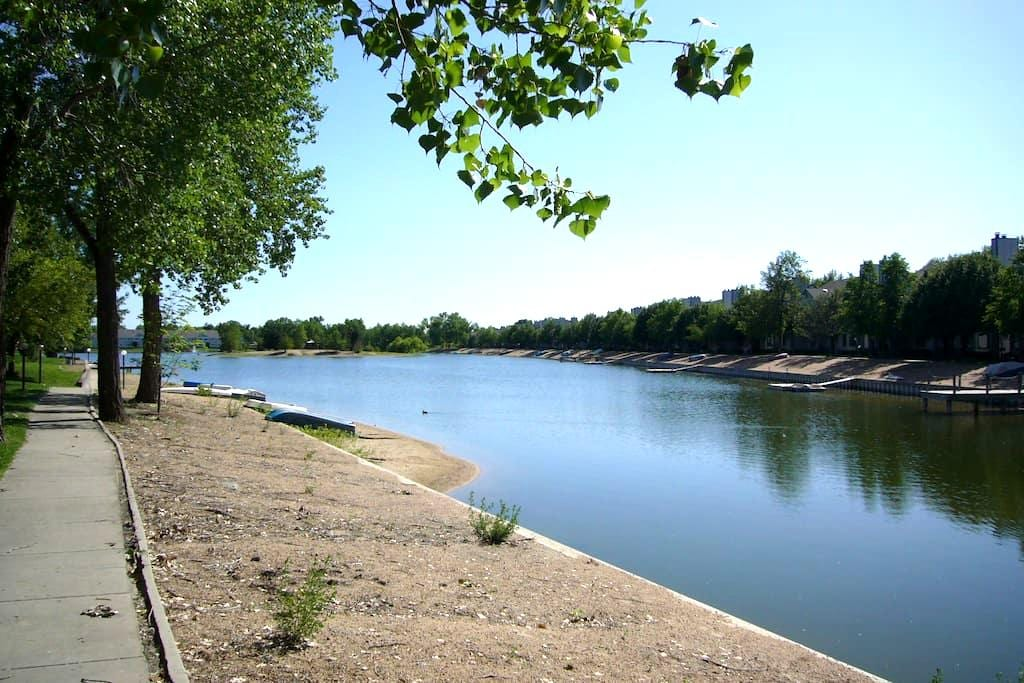 Entire level with  beautiful lake  view. - Wichita - Huis