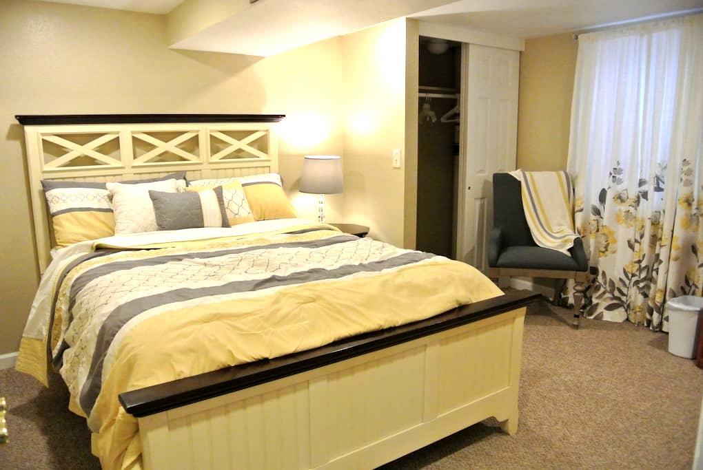 1200 Sqft Basement Getaway in DTC - Centennial - Casa