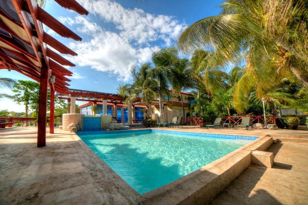 Beautiful Sand Dunes & Bayfront Jacuzzi Villa 5 - Baní