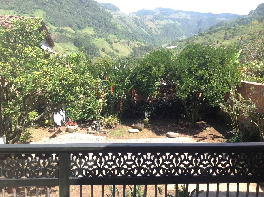 Espectacular Casa en el Pueblo - Jardín - Σπίτι