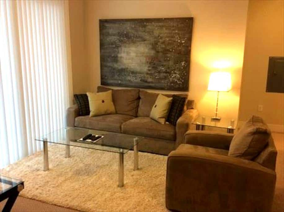 Lux 2 Bedroom Apt in Cambridge w/pool, gym, wifi - Concord - Apartment