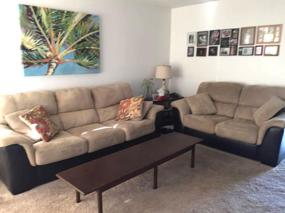 Beautiful house on a lake 3 bed - Fort Myers - House