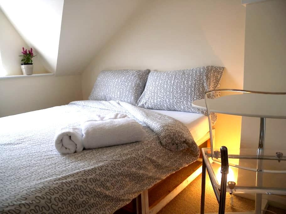 Cosy Attic Room - Belfast - House