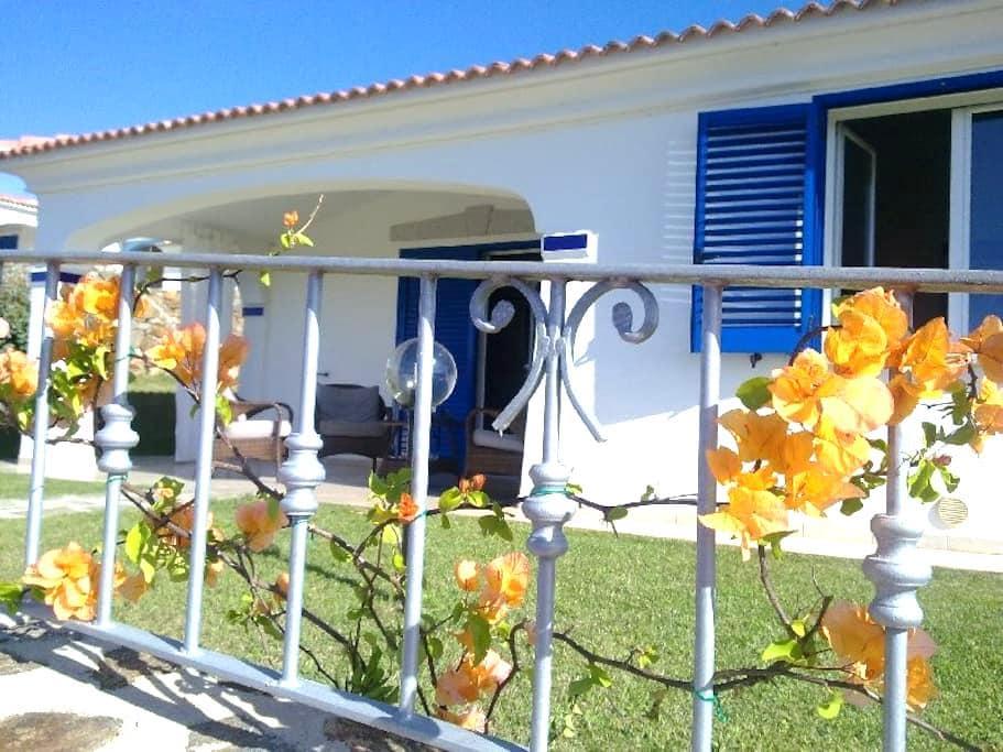 Villa mit Meerblick in der Nähe der Costa Smeralda - Punta S. Anna - Villa