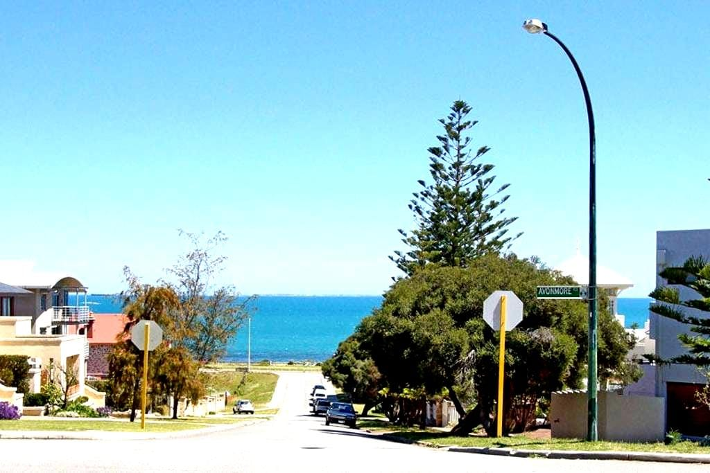 Cottesloe 'By the Sea' Apartment - Cottesloe - Huoneisto