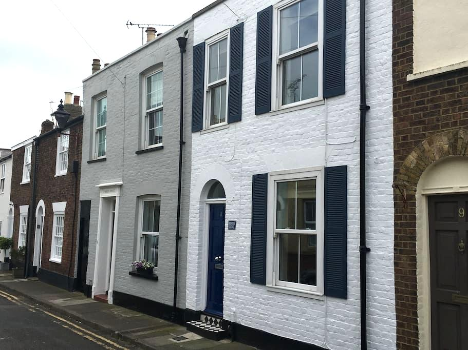 Seaside period cottage in Deal's Conservation Area - Deal