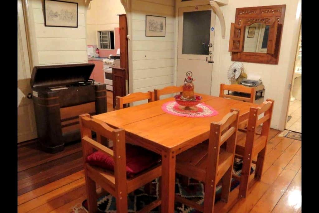 Beautiful spacey room in a great home @ A+location - Kelvin Grove - House