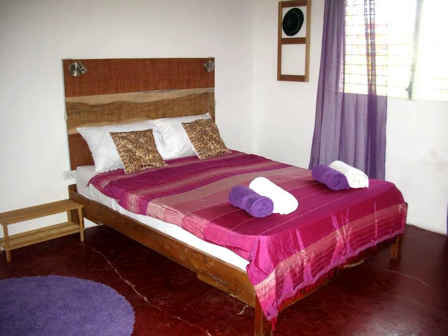 Noni House: Spacious Room with private Shower - Las Lajas - House