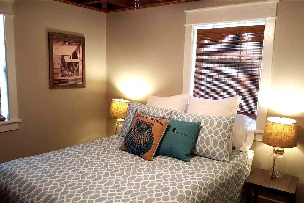 Quiet Beach Retreat Bedroom in OBX! - Kill Devil Hills - Casa