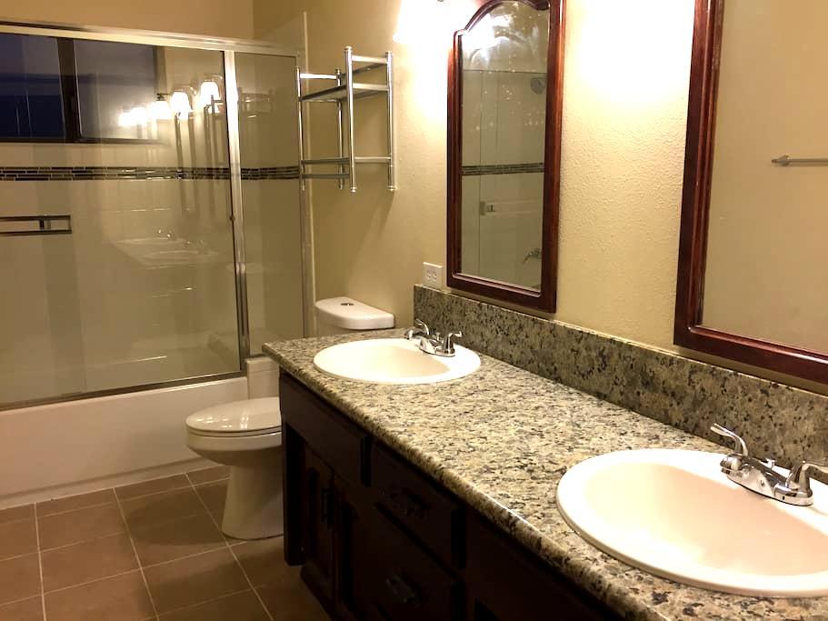 Private Suite - Hanford - Ház