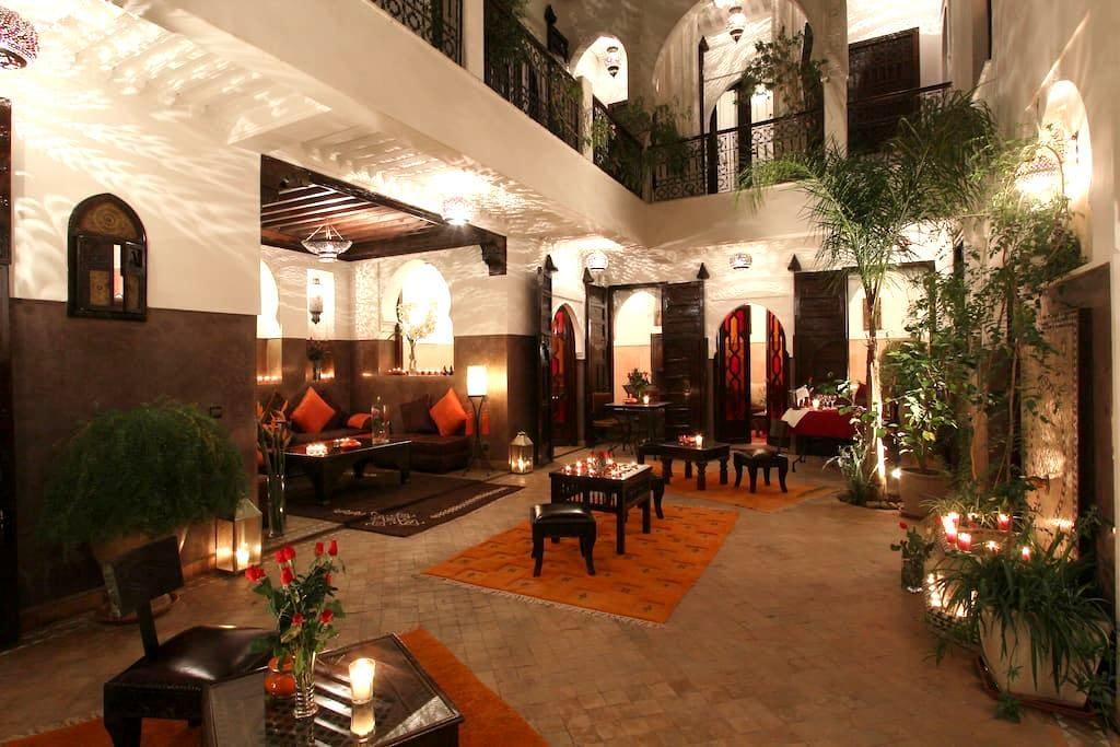 Gast Medina Haus mit Pool auf der Dachterrasse - Marrakech - Oda + Kahvaltı