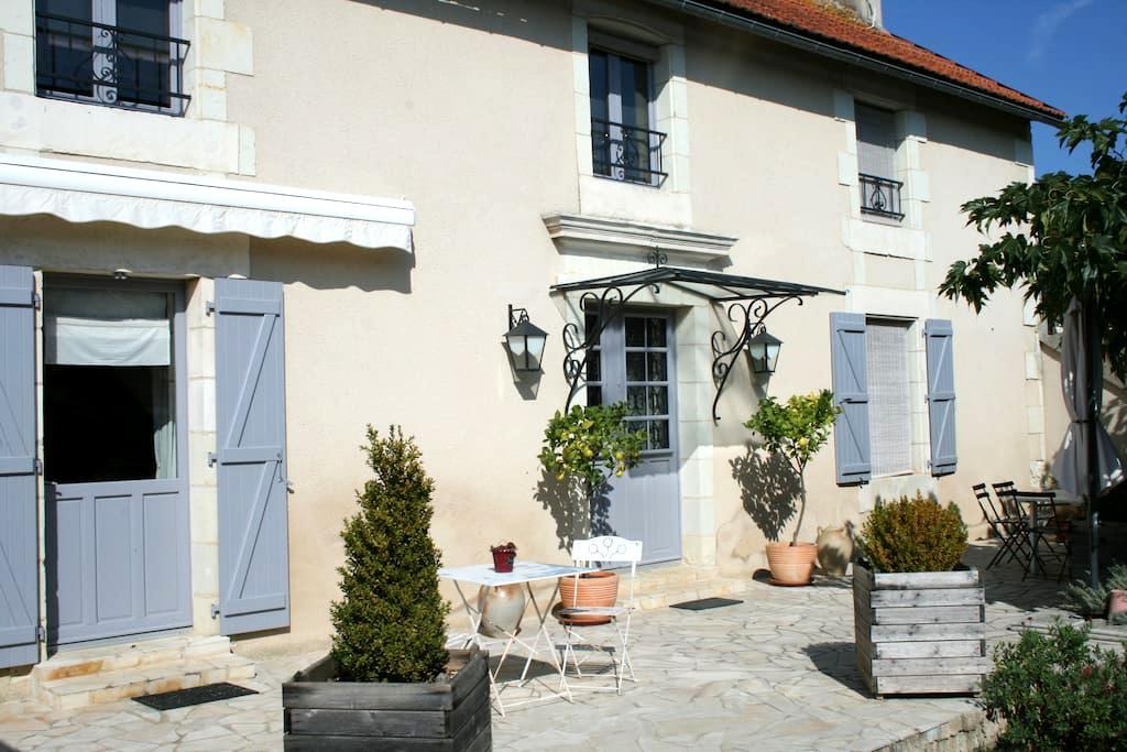 La Maricé - Chambre d'hôtes au Pays du Futuroscope - Amberre - Bed & Breakfast