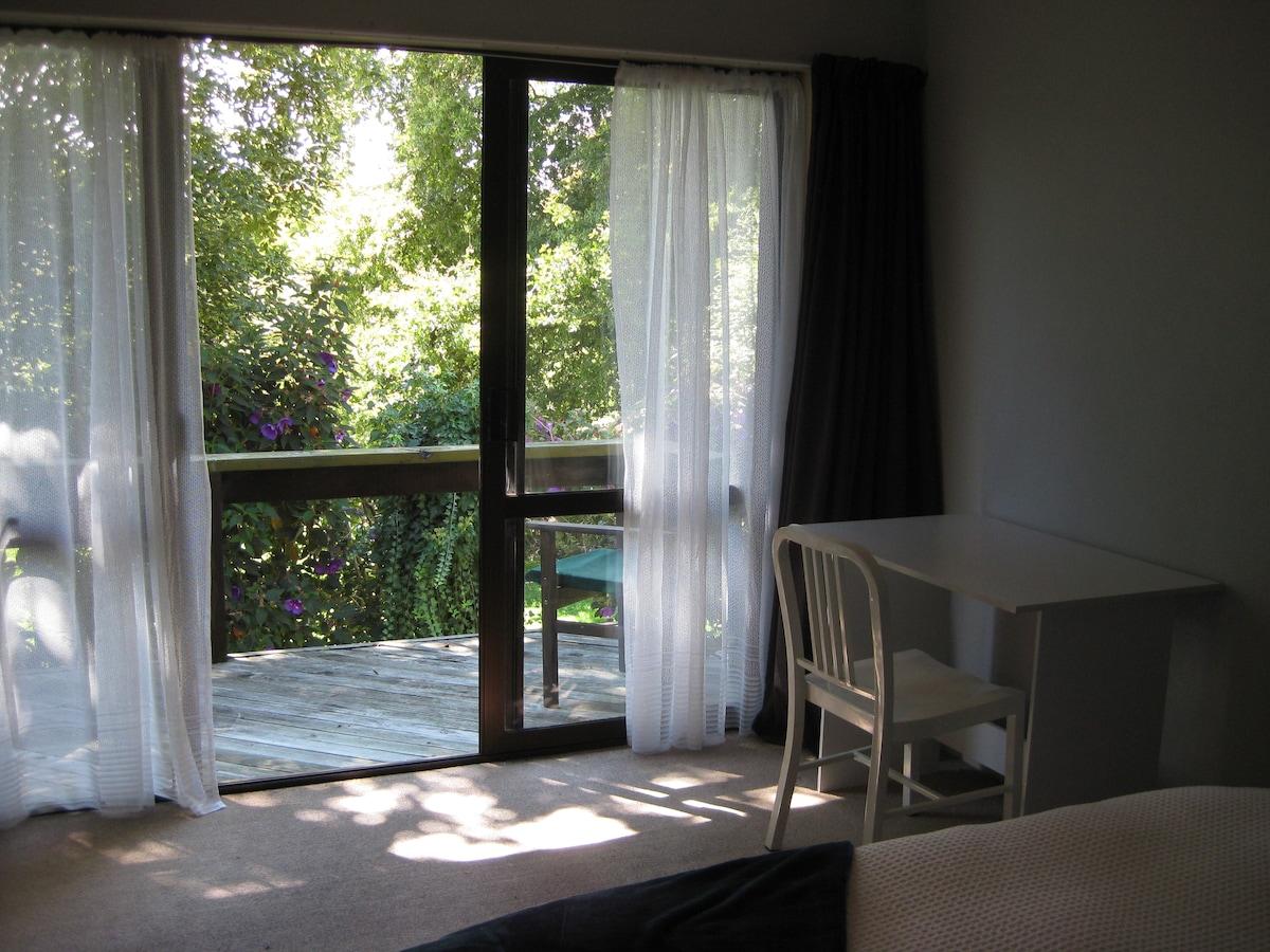 Queen Room with En-suite & Balcony