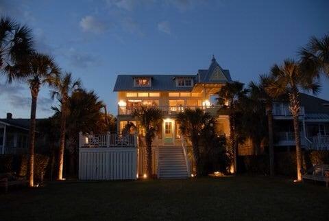 Beautiful, beachy island property