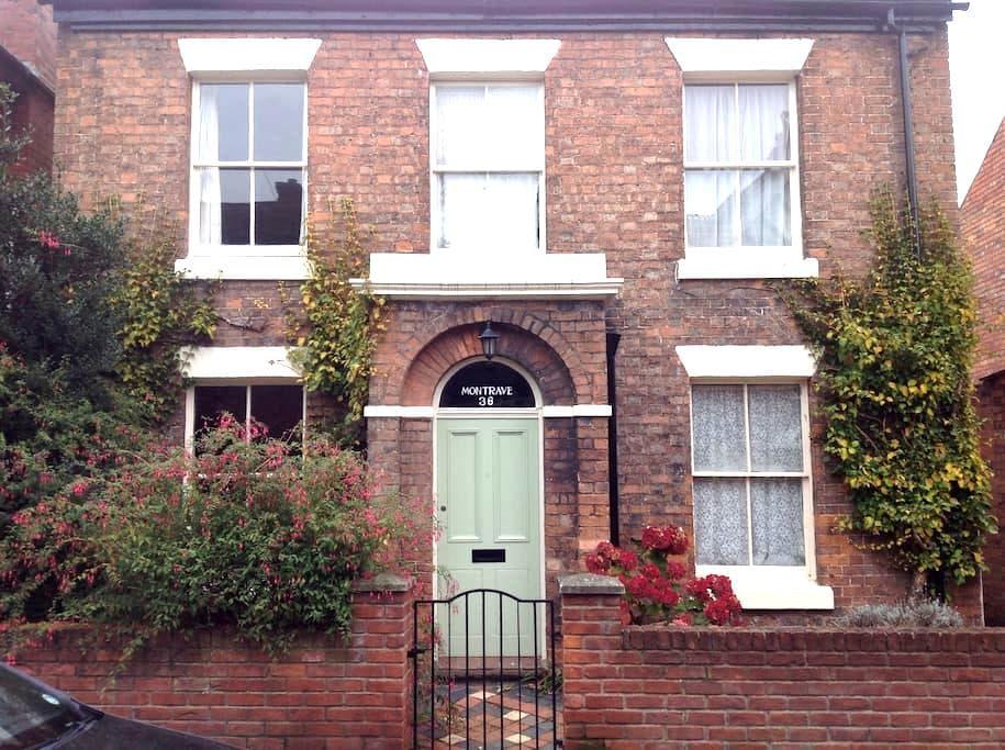Single room quiet suburb nr centre - Shrewsbury - Hus