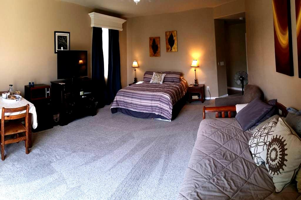Private  Suite 24/7 entry, 15 min. to strip - North Las Vegas - Bed & Breakfast