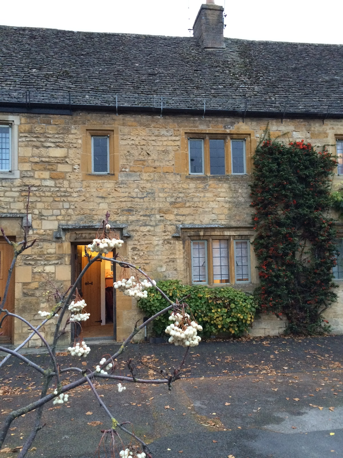 lovely high street cotswold cottage