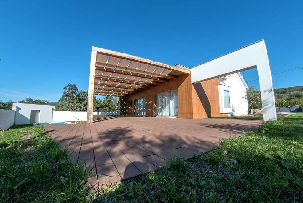 Ariques, escola centenária - House