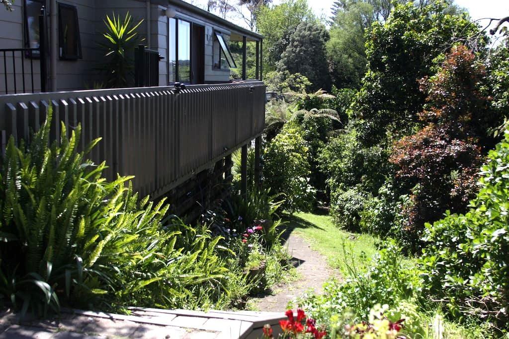 Leafy setting near to everything - Tauranga - Huoneisto