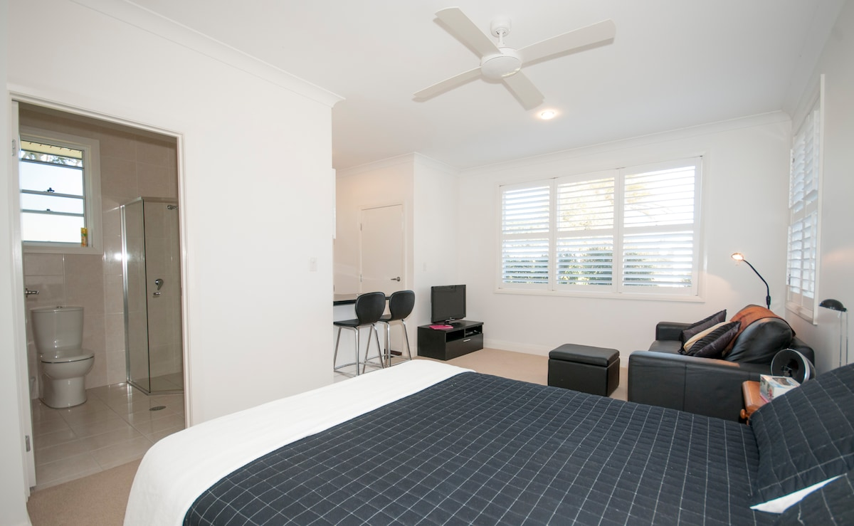 Privacy & comfort assured in our studio apartment with queen bed, leather lounge, kitchen and ensuite.