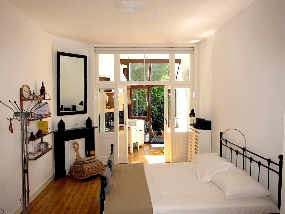 Stylisch very comfortable spacious hideaway. - Utrecht - Otros