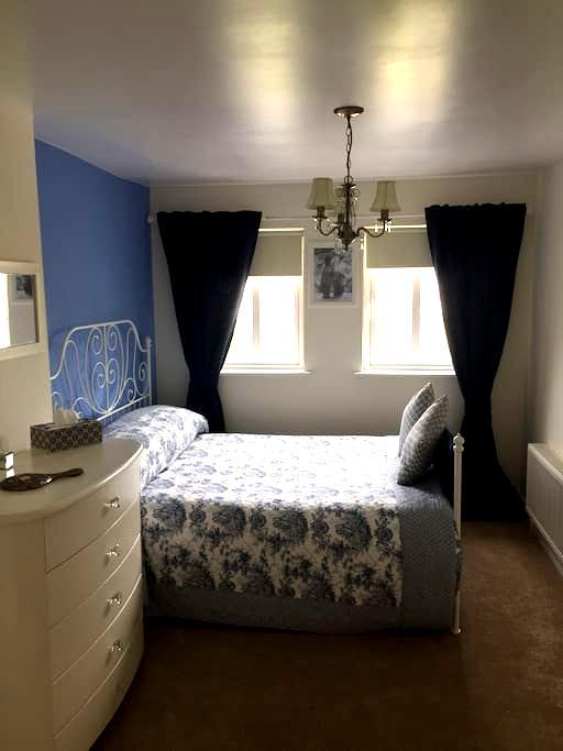 Large Stylish Ensuite Double Room - Athlone - 独立屋