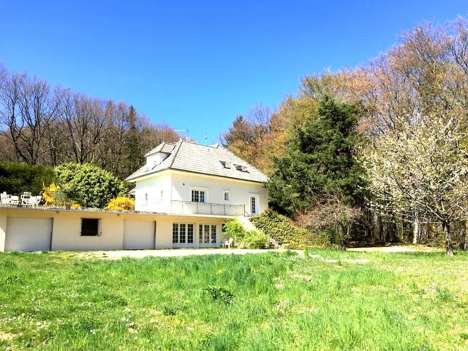 Maison de campagne entre golf et forêt près Genève - Reignier-Esery - วิลล่า