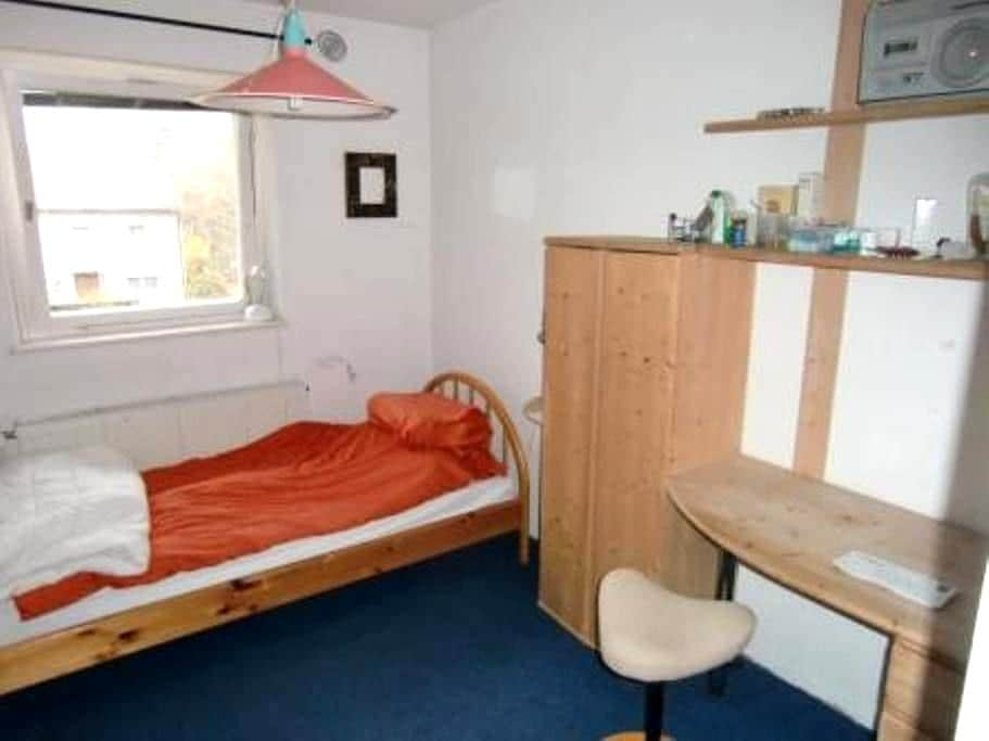 nice little room; University: 250m - Bayreuth - Casa