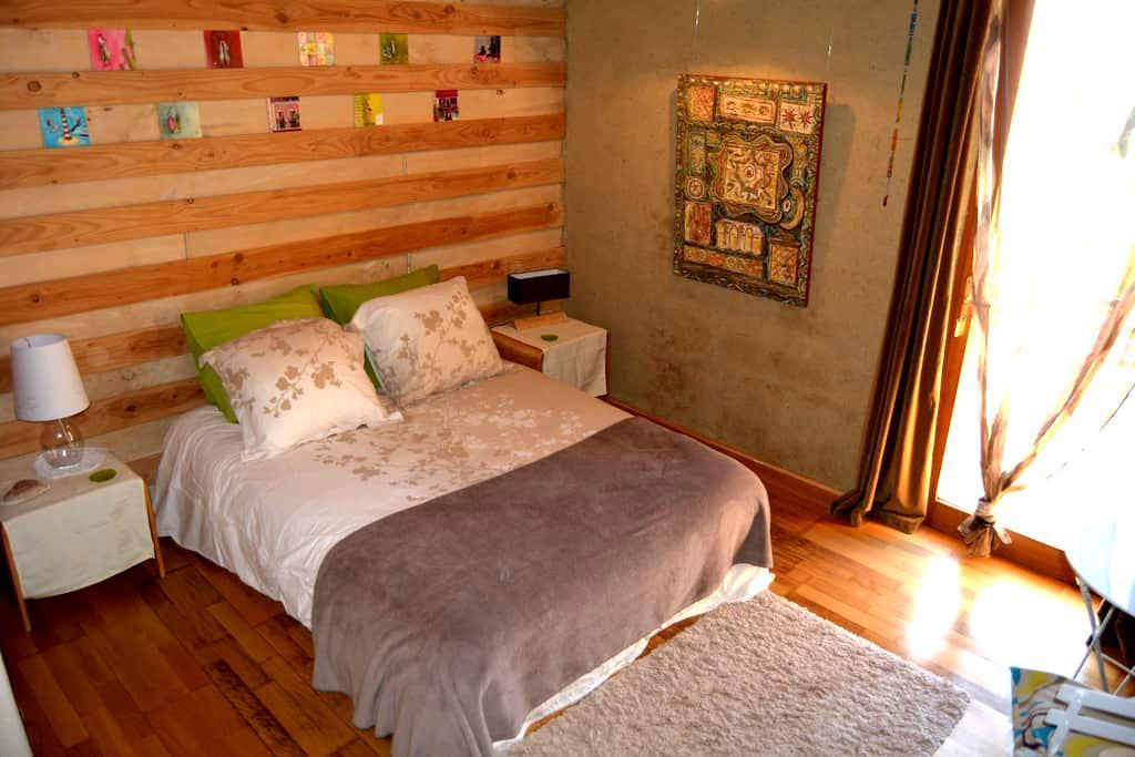 Maison écologique *Brin de Paille* - Vallon-Pont-d'Arc - Bed & Breakfast