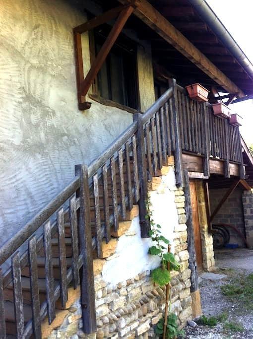 3 pièces tranquille proche Bourg - Péronnas - Huis