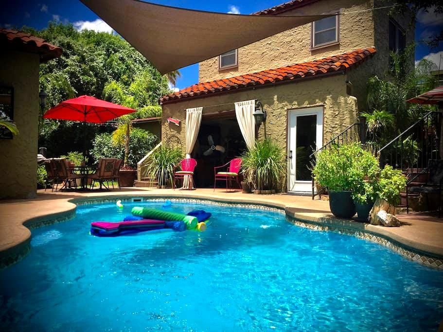 Private Guest Quarters in Deco Dist - San Antonio - Ev