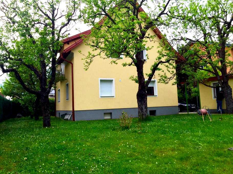 Wohnung in einem Zweifamilienhaus - Klagenfurt am Wörthersee - Apartment