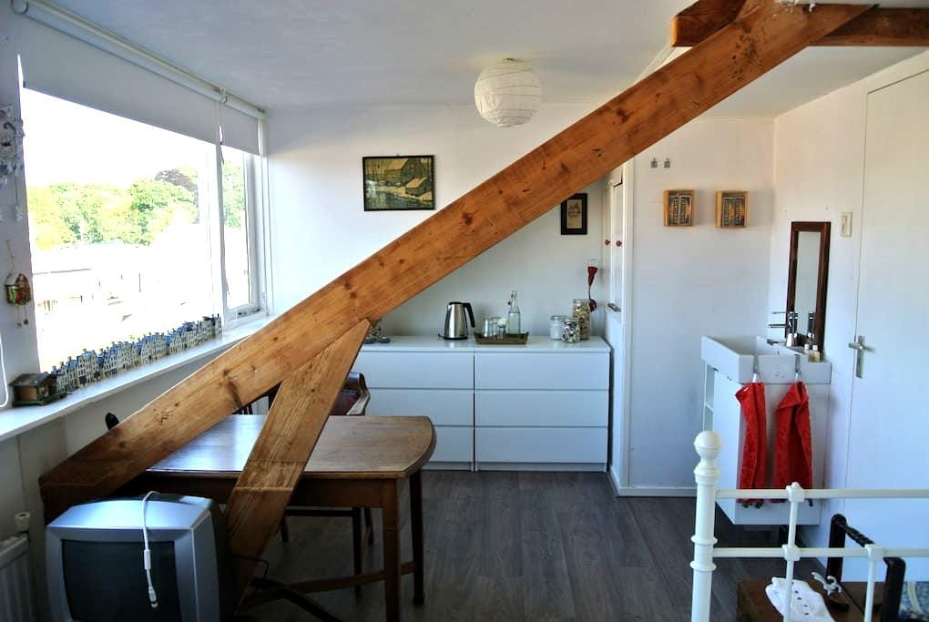 Private room for 2, near The Hague! - Voorburg - House
