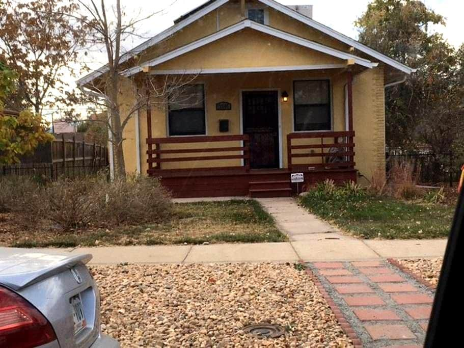 Bright 1bd/1ba  Basement in Clayton Bungalow! - Denver - Casa