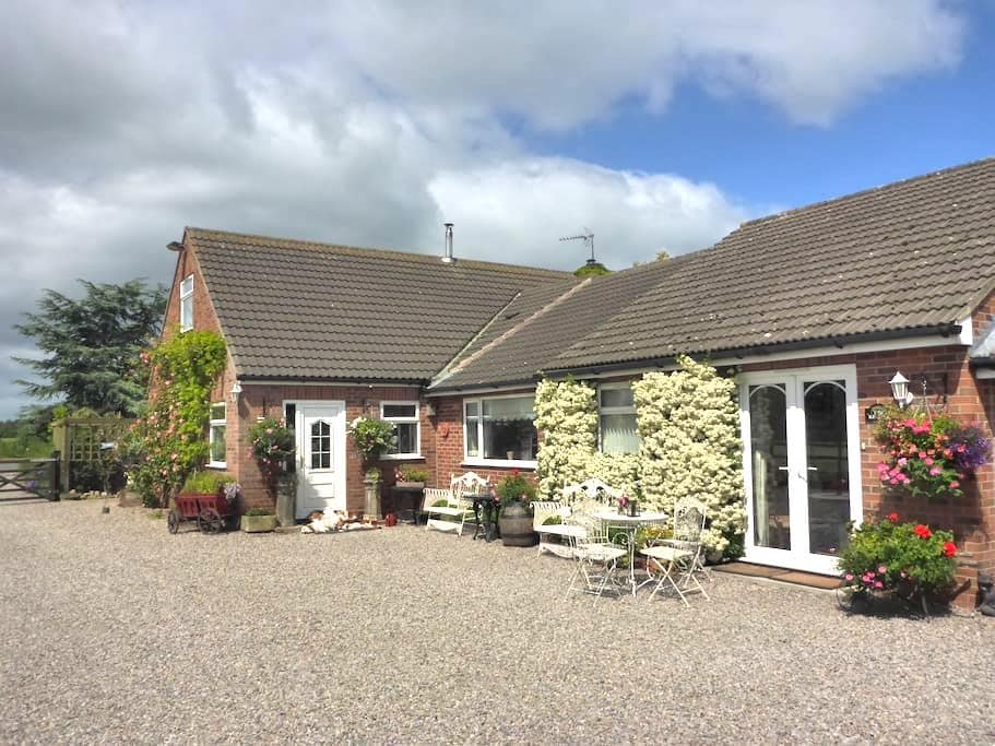 Countryside location near to York - Sutton-on-the-Forest - Huis