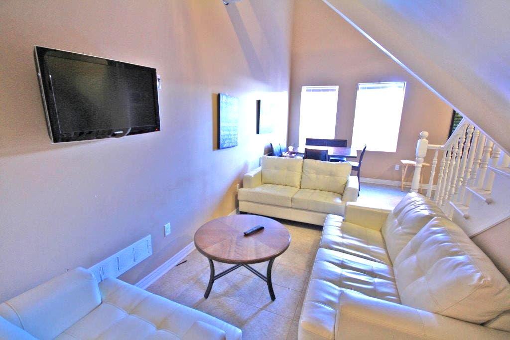 Room with en suite in unique loft-style apartment! - Thorold - Apartment