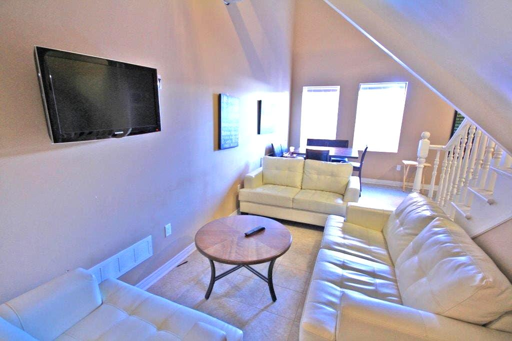 Room with en suite in unique loft-style apartment! - Thorold - Byt