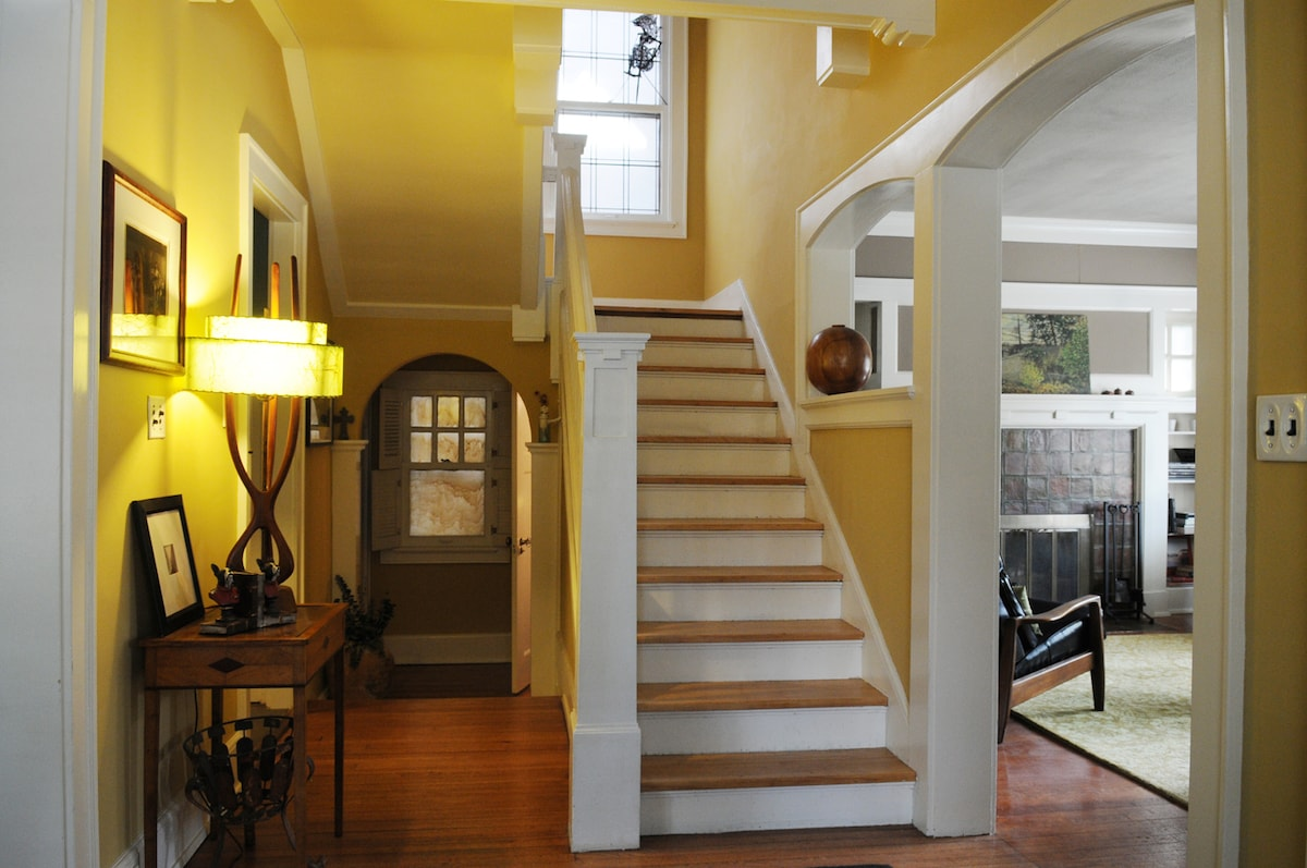 off entryway living room to the right and dining room and kitchen left.