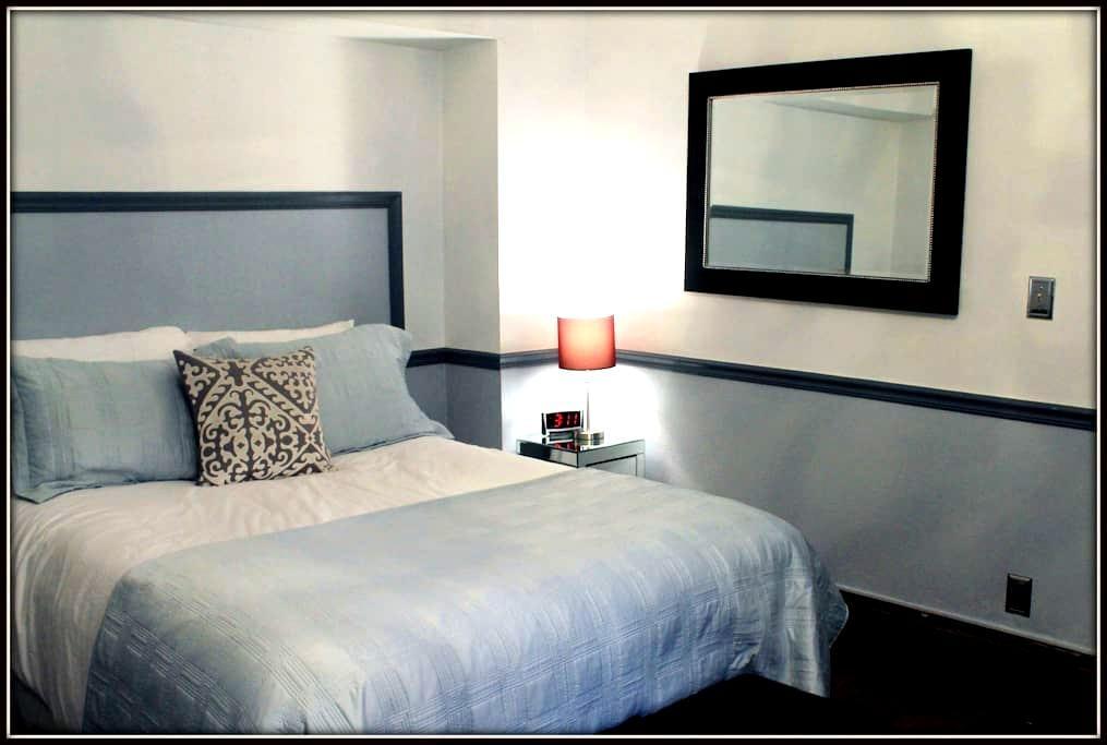 Summer House Montauk Room - Pine Hill