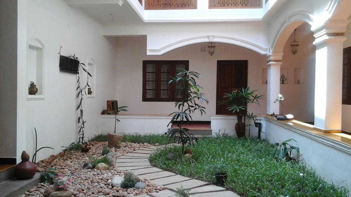 THE FORT BUNGALOW A/CROOMfort kochi