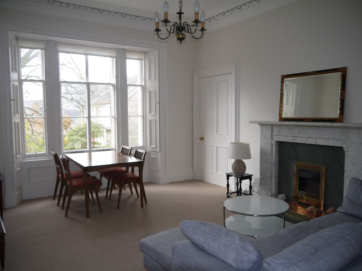 Silent, central flat in StAndrews.