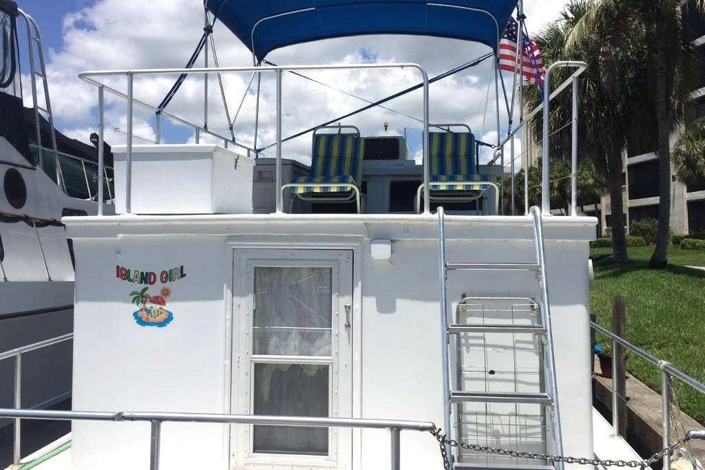 Island Girl Houseboat condo - North Fort Myers