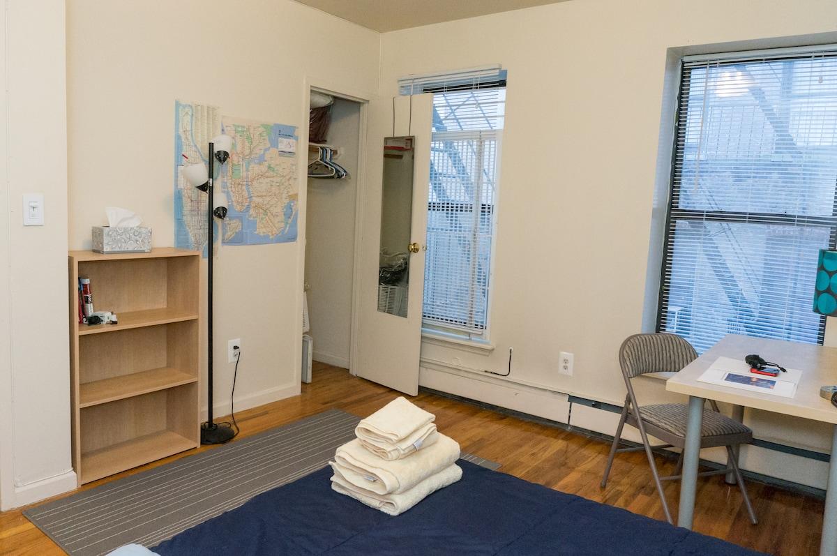 Comfy room w/ free mobile hotspot!