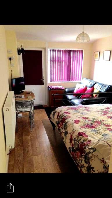 Lovely Double Room En Suite - Redruth - Hus