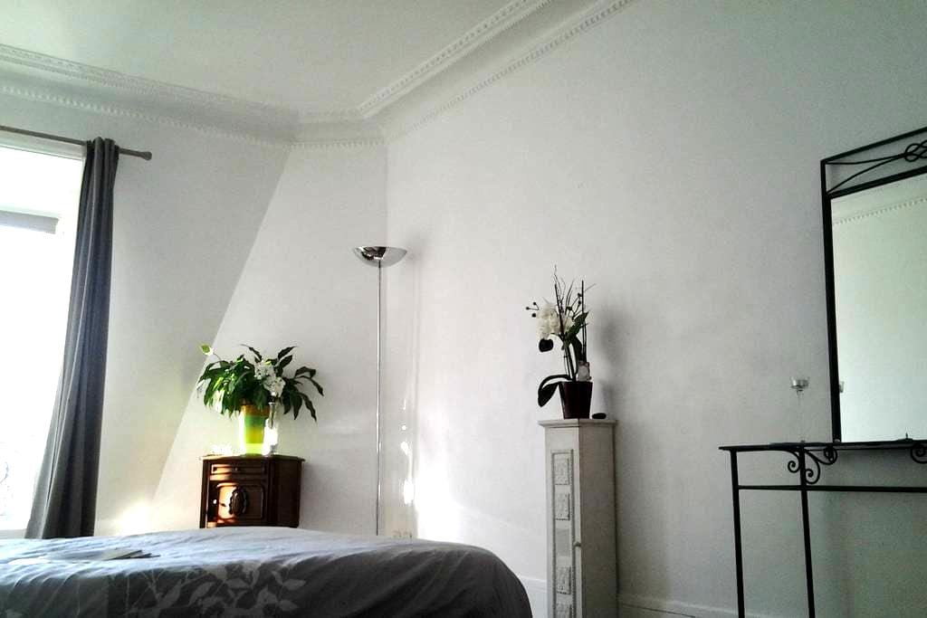 Bright and quiet room - Asnières-sur-Seine - Appartement
