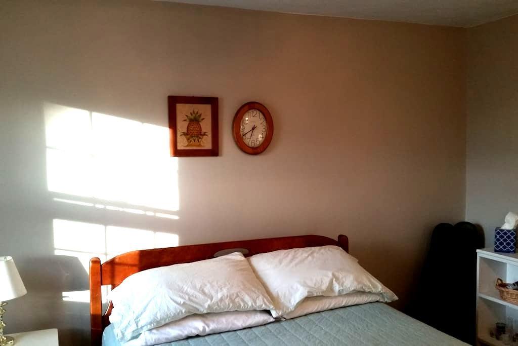 Spacious Room in Suburban Boston - Melrose - Rumah
