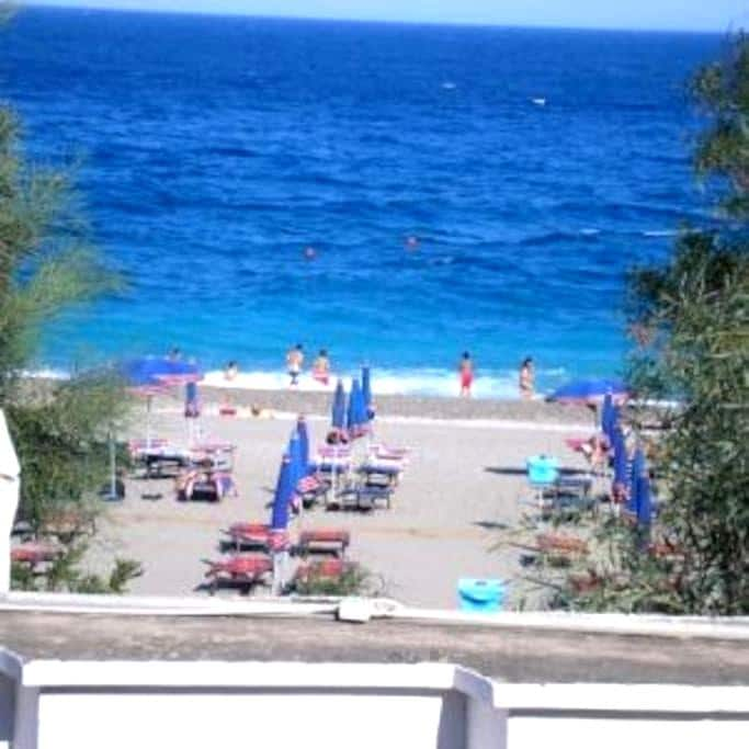Holiday Taormina Apartment on the Beach - Mazzeo - Dům