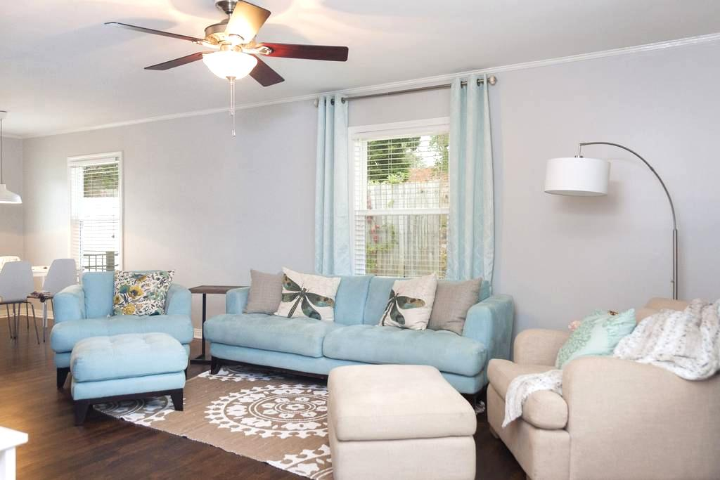 Bright Cottage Minutes to Downtown & Fort Bragg - Fayetteville - Casa