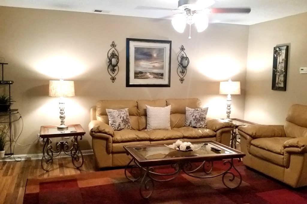 Beautiful condo in the South Charlotte Area - Charlotte - Lyxvåning