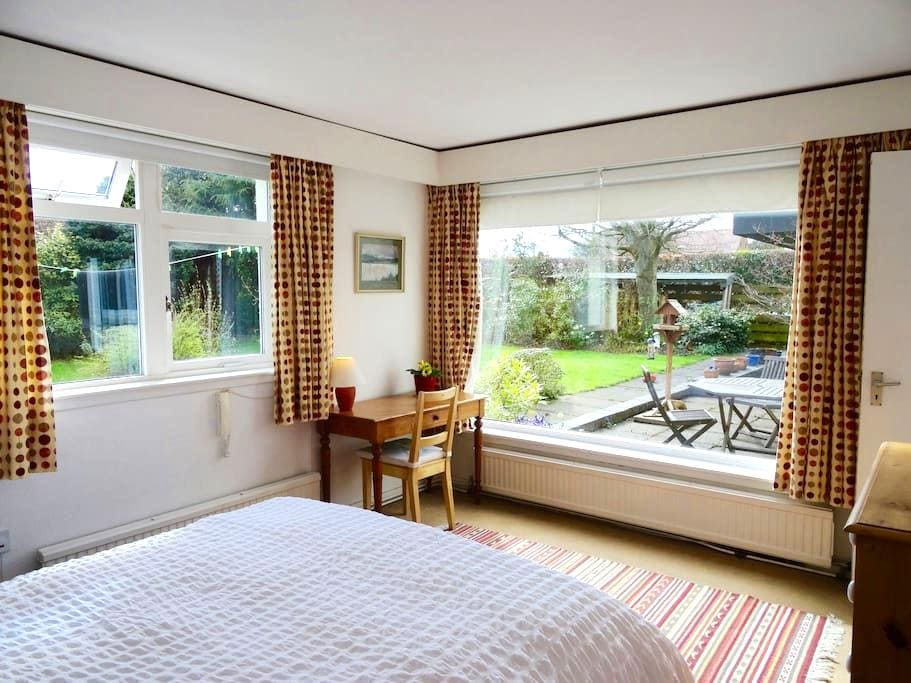 Very quiet and sunny double room with new en-suite - Saint Andrews - Dom